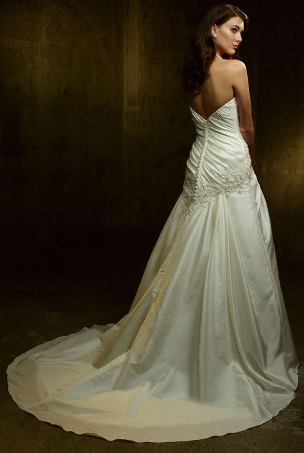 Casablanca Bridal 1870 White Ivory Wedding Dress