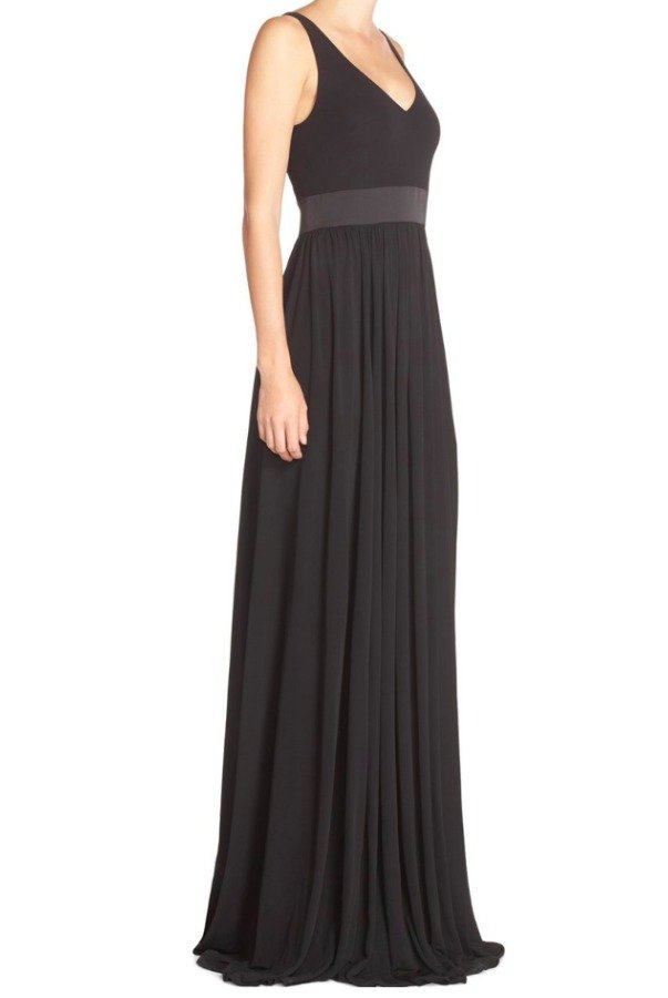 Vera Wang Long V-Neck Jersey Gown in Black